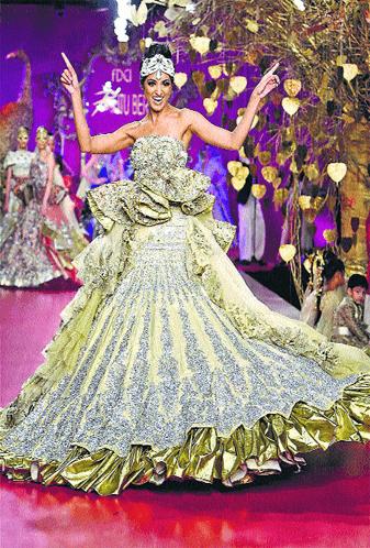 Indian Designer Ritu Beri Brings Punjabi Tadka to Delhi Couture Week
