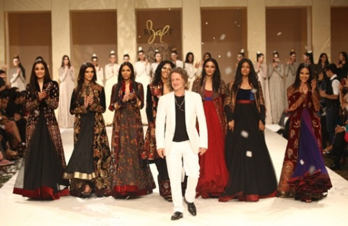 ROHIT BAL'S GRAND FINALE AT WILLS INDIA FASHION WEEK SS 2015