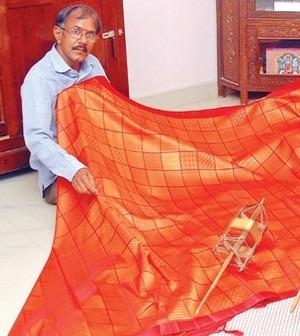 Indian Fashion News-Man Creates Saree Containing 5,000 Unique Designs