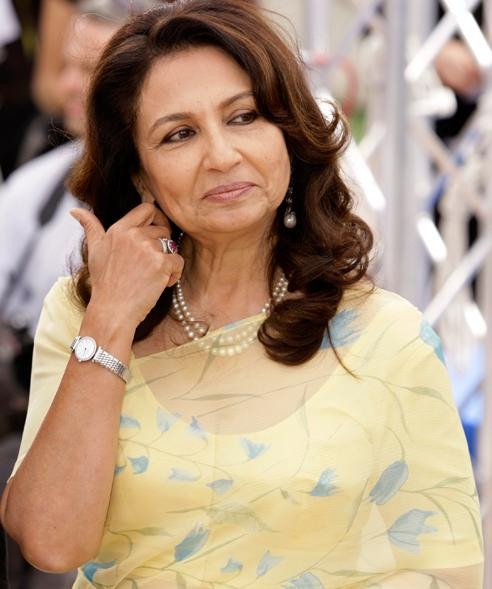 Sharmila Tagore Remains A Fashion Icon After Many Years ...
