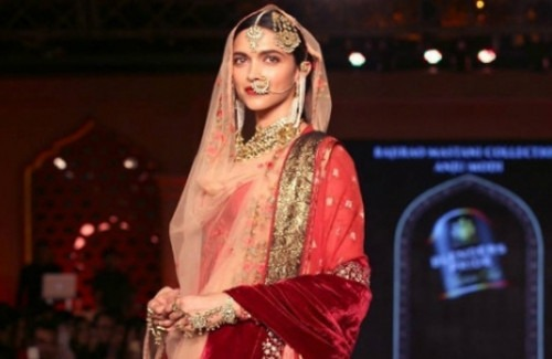 Deepika Mastani On The Runway   The Trend of Bollywood Showstoppers in Indian Fashion Shows