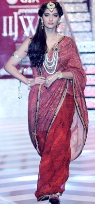 IIJW 2013 Bollywood Actress Sonam Kapoor Grand Finale, Indian Designer Jewellery