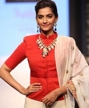 Bollywood actress Sonam Kapoor - IIJW 2013 - Indian Designer Jewellery