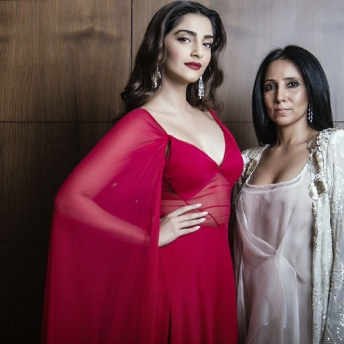Sonam Kapoor and Anamika Khanna | Sonam Kapoor Dazzles In Deep Pink Gown