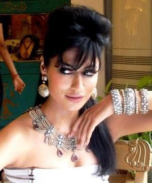 Bollywood Star Chitrangada Singh wears Indian Jewellery Designer Roopa Vohra