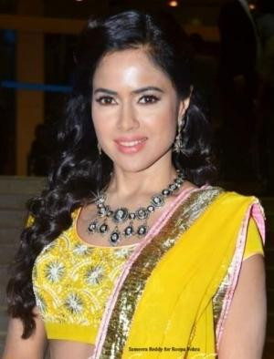 Bollywood Star Sameera Reddy wearing Indian Jewellery by Roopa Vohra