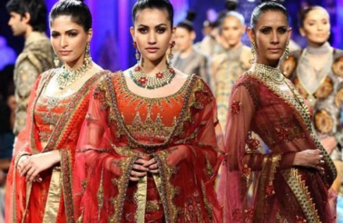 Strand of Silk- Stylish Thoughts - The Five Most Extravagant Fashion Week Outfits of all times