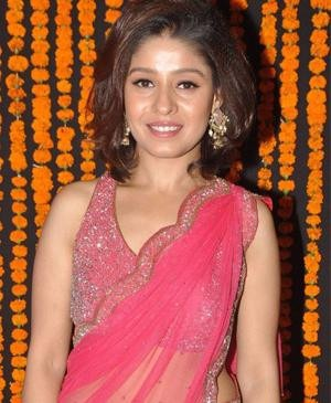 Sunidhi Chauhan in Falguni and Shane Peacock Outfit on 'The Voice India' | Sunidhi Chauhan