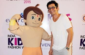 Sunil Gover Conquered the Children at India Kids Fashion Week| Sunil Gover