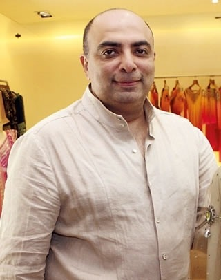 Tarun Tahiliani Plans to Show Latest Collection of Indian Clothes in Hyderabad
