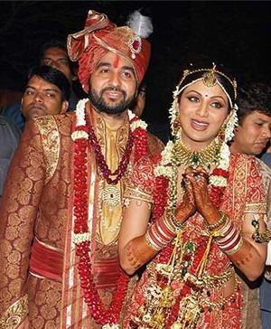 Shilpa Shetty wears a Saree by Tarun Tahiliani for her Wedding