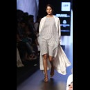 Aarti Vijay Gupta at Lakme Fashion Week AW16 - Look 15
