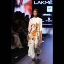 Aarti Vijay Gupta at Lakme Fashion Week AW16 - Look 16
