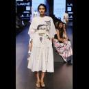 Aarti Vijay Gupta at Lakme Fashion Week AW16 - Look 6