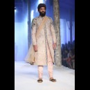 JJ Valaya  at India bridal fashion week AW15 - Look18