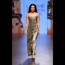 Monisha Jaising at Lakme Fashion Week AW16 - Look 26