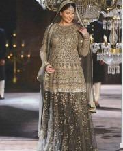 Kareena Kapoor Flaunts Baby Bump In A Sabyasachi Lehanga