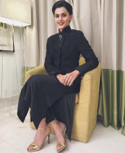 Tapsee Pannu wearing Divyam Mehta and Tarun Tahiliani for JFW awards