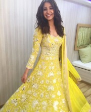 Anushka Sharma Wears Abu Jani Sandeep Khosla For The Voice Kids