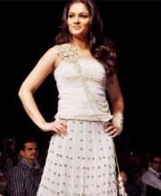 Payal Singhal - Tejaswini wears Payal Singhal