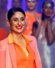 Kareena Kapoor At Lakme Fashion Week For indian designer Namrata Joshipura