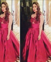 Kareena Looks Red Hot in Beautiful Gauri and Nainika Gown