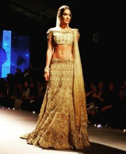 Lisa Haydon for Tarun Tahiliani at India Bridal Fashion Week