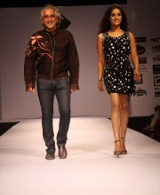 Manoviraj Khosla - Mahi Gill walks on the ramp with Manoviraj Khosla