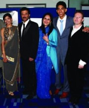 Slumdog Millionaire Cast with Indian Handbag Designer Meera Mahadevia's Bag