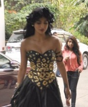 Shruti Haasan Looks Glamorous Wearing Raakesh Agarvwal | Shruti Haasan Spotted in a custom-made Raakesh Agarvwal Runway Piece