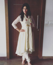 Shruti Haasan Wear Gorgeous Traditional Salwar Kameez