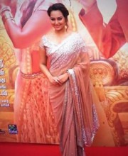 Sonakshi Sinha Wearing a Beautiful Saree by Indian Fashion Designer Manish Malhotra