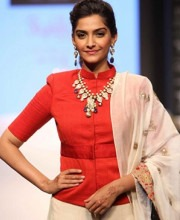 Bollywood actress Sonam Kapoor - IIJW 2013 - Indian Designer Jewellery
