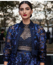 Sonam Kapoor Looking Fabulous