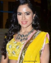 Bollywood Star Sameera Reddy wearing Indian Jewellery by Roopa Vohra