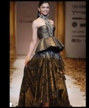 Bollywood Star Deepika Padukone on the ramp for Indian Designer Tarun Tahiliani